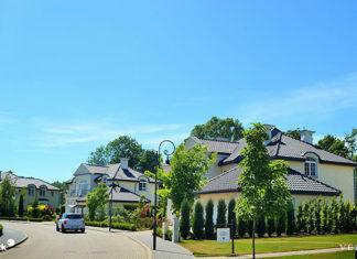 Domy na sprzedaż pod Warszawą – gdzie szukać?