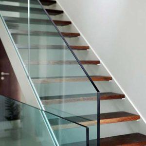 Szkło hartowane — czym różni się od zwykłej szyby?